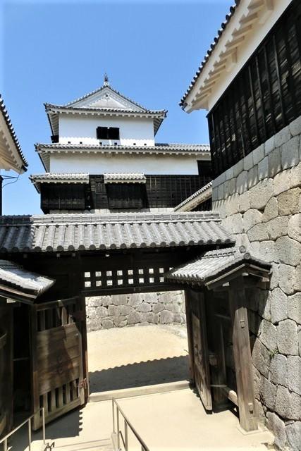 名城松山城を訪ねる旅、坊ちゃん列車路面電車の行き交う楽しい町松山・・・道後温泉と松山城、名君加藤義明_d0181492_16371056.jpg