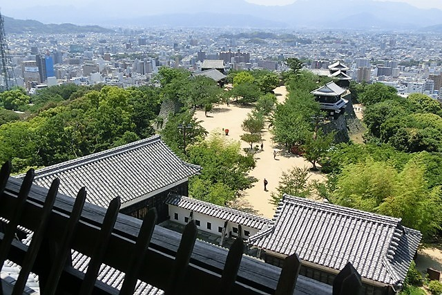 名城松山城を訪ねる旅、坊ちゃん列車路面電車の行き交う楽しい町松山・・・道後温泉と松山城、名君加藤義明_d0181492_22153307.jpg