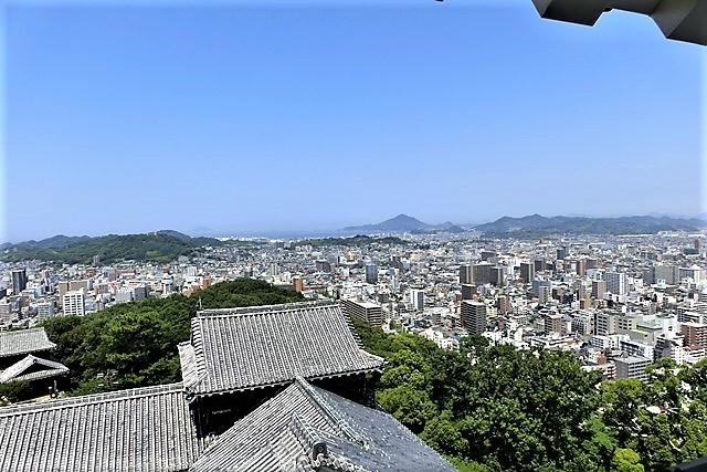 名城松山城を訪ねる旅、坊ちゃん列車路面電車の行き交う楽しい町松山・・・道後温泉と松山城、名君加藤義明_d0181492_22160336.jpg