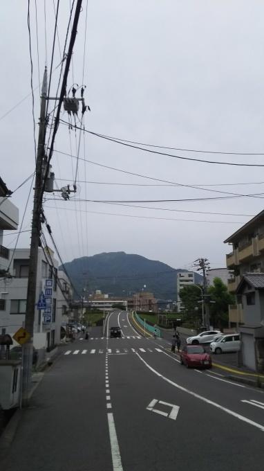 今朝は曇りです_e0094315_09350060.jpg