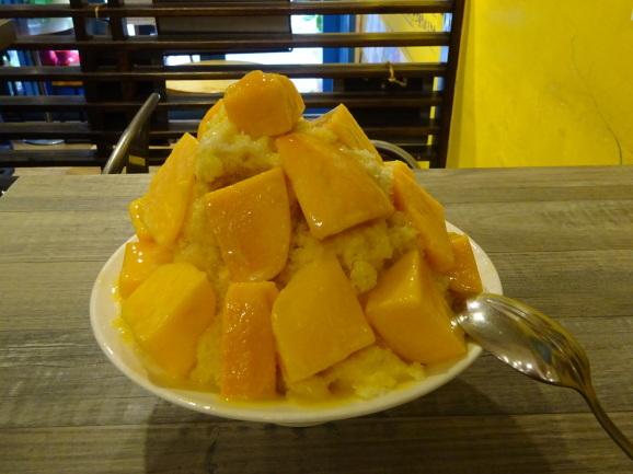 台湾2018 緑豆蒜啥咪さんで念願のマンゴーかき氷_e0230011_17165151.jpg