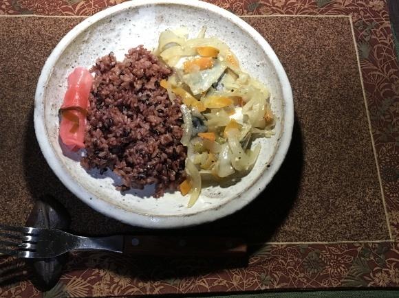 夕飯は鯖の野菜炒め_e0166355_19013899.jpg