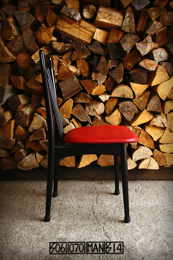 SALE! 1970s Vintage 赤と黒の食卓椅子 4脚_e0243096_20505975.jpg