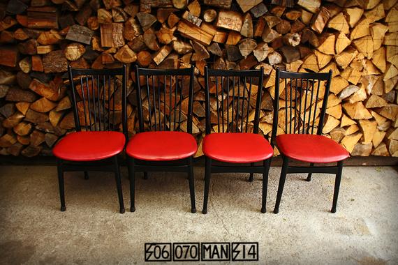 SALE! 1970s Vintage 赤と黒の食卓椅子 4脚_e0243096_20510807.jpg