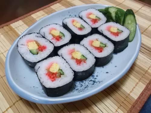 秋田県産のさくらんぼ&スーパーの巻き寿司_f0019498_12222967.jpg