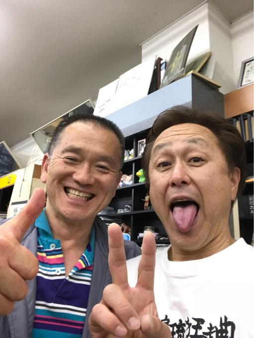 徳島フクタレコードのフクタのおじきに挨拶行って来ました!徳島に始めてライブ来た時からお世話になっております!_c0249274_17595767.jpg