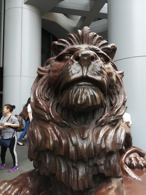 二頭の獅子「史提芬」と「施迪」@HSBC本店_b0248150_08200065.jpg