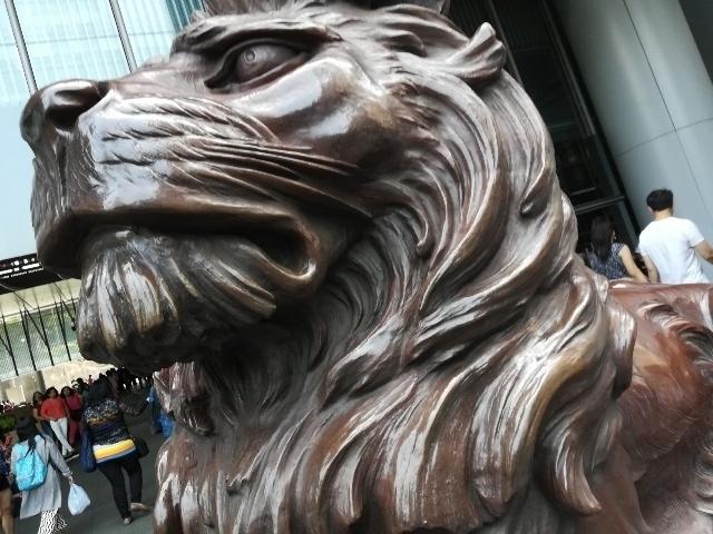 二頭の獅子「史提芬」と「施迪」@HSBC本店_b0248150_08230631.jpg
