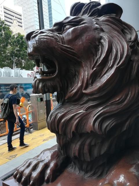 二頭の獅子「史提芬」と「施迪」@HSBC本店_b0248150_08311992.jpg