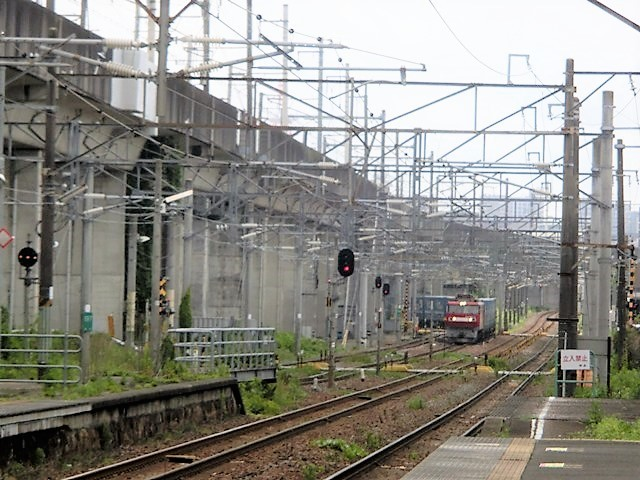 藤田八束の鉄道写真@貨物列車の写真、宮城県仙台市広瀬川と貨物列車「金太郎」、杜の都を走る貨物列車_d0181492_16435393.jpg