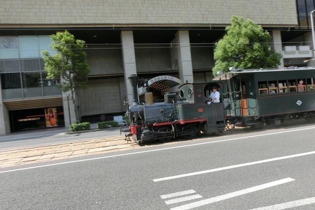 藤田八束の鉄道写真@四国松山での路面電車と松山の街並み、松山城と路面電車のお洒落なコンビ_d0181492_20564754.jpg