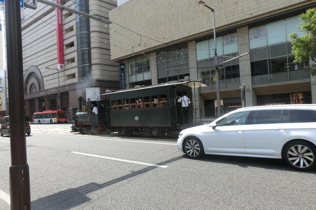 藤田八束の鉄道写真@四国松山での路面電車と松山の街並み、松山城と路面電車のお洒落なコンビ_d0181492_20570923.jpg