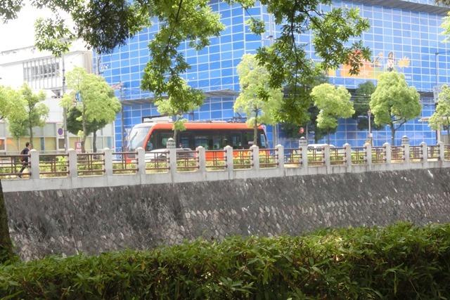 藤田八束の鉄道写真@四国松山での路面電車と松山の街並み、松山城と路面電車のお洒落なコンビ_d0181492_21045694.jpg