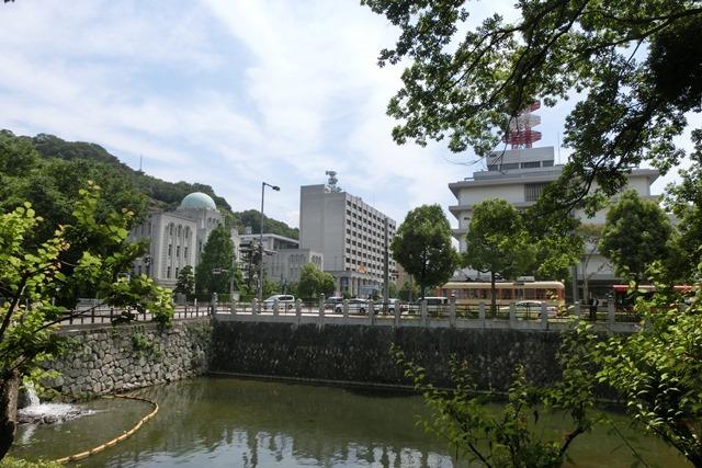 藤田八束の鉄道写真@四国松山での路面電車と松山の街並み、松山城と路面電車のお洒落なコンビ_d0181492_21050352.jpg