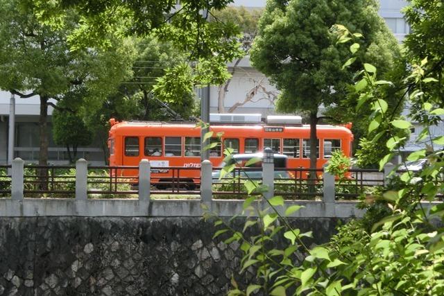 藤田八束の鉄道写真@四国松山での路面電車と松山の街並み、松山城と路面電車のお洒落なコンビ_d0181492_21053061.jpg