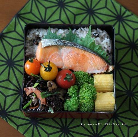 寝不足(~△~)だにゃ~ ✿ 鮭弁とスペアリブのオーブン焼き♪_c0139375_1254683.jpg