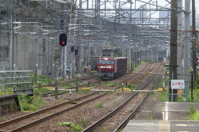 藤田八束の鉄道写真@東北本線仙台駅での新幹線の以外な素顔、石油を運ぶ貨物列車は意外とお洒落_d0181492_08271492.jpg