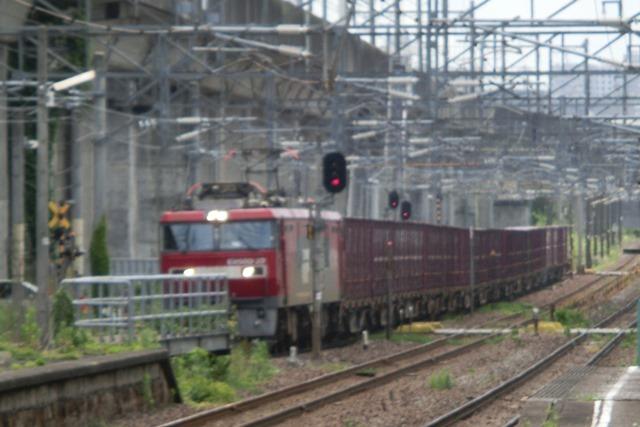 藤田八束の鉄道写真@東北本線仙台駅での新幹線の以外な素顔、石油を運ぶ貨物列車は意外とお洒落_d0181492_08272209.jpg