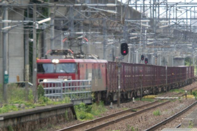 藤田八束の鉄道写真@東北本線仙台駅での新幹線の以外な素顔、石油を運ぶ貨物列車は意外とお洒落_d0181492_08273157.jpg