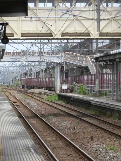藤田八束の鉄道写真@東北本線仙台駅での新幹線の以外な素顔、石油を運ぶ貨物列車は意外とお洒落_d0181492_08275770.jpg