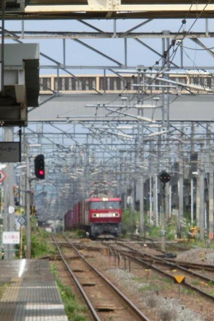 藤田八束の鉄道写真@東北本線仙台駅での新幹線の以外な素顔、石油を運ぶ貨物列車は意外とお洒落_d0181492_08280489.jpg