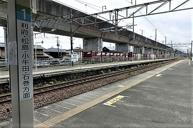 藤田八束の鉄道写真@東北本線仙台駅での新幹線の以外な素顔、石油を運ぶ貨物列車は意外とお洒落_d0181492_08284475.jpg
