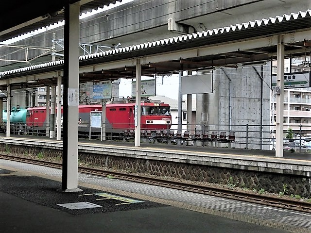 藤田八束の鉄道写真@東北本線東仙台駅にて、タンクローリーの貨物列車金太郎がとっても元気に活躍しています_d0181492_08302102.jpg