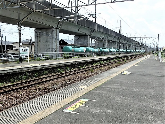 藤田八束の鉄道写真@東北本線東仙台駅にて、タンクローリーの貨物列車金太郎がとっても元気に活躍しています_d0181492_08320896.jpg