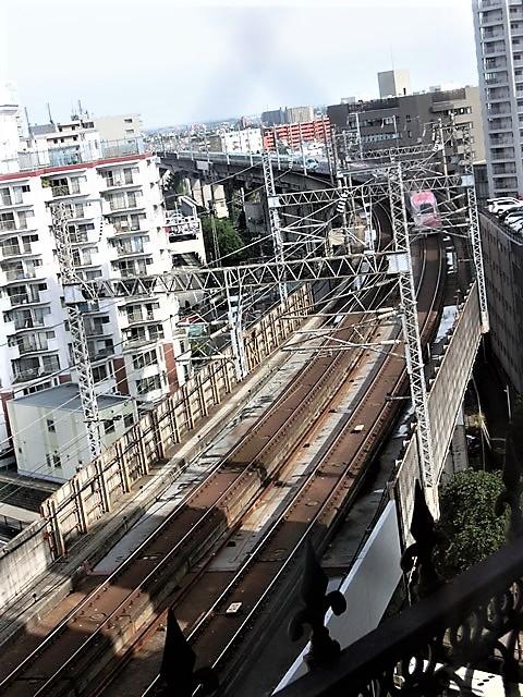 藤田八束の鉄道写真@東北本線仙台駅での新幹線の以外な素顔、石油を運ぶ貨物列車は意外とお洒落_d0181492_08325341.jpg