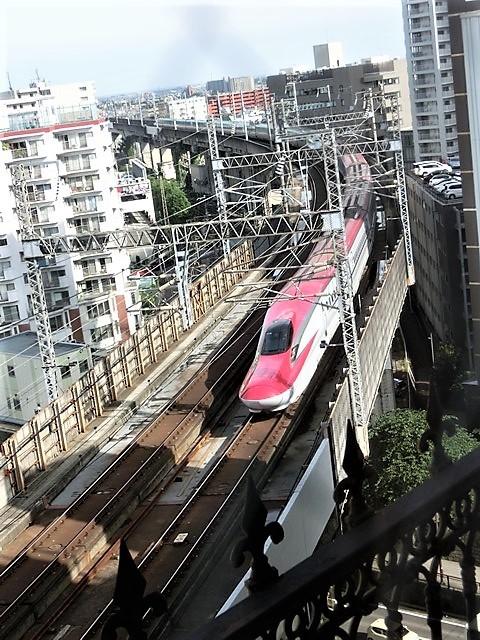 藤田八束の鉄道写真@東北本線仙台駅での新幹線の以外な素顔、石油を運ぶ貨物列車は意外とお洒落_d0181492_08330256.jpg