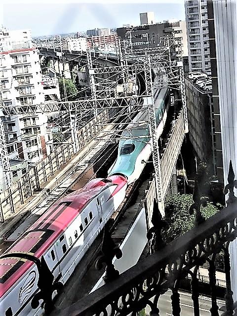 藤田八束の鉄道写真@東北本線仙台駅での新幹線の以外な素顔、石油を運ぶ貨物列車は意外とお洒落_d0181492_08332983.jpg