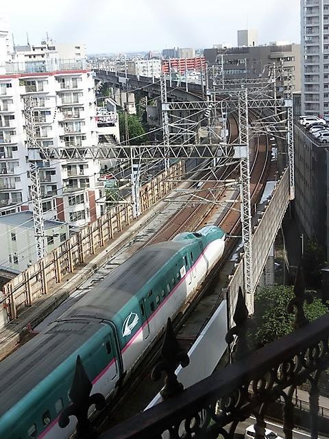 藤田八束の鉄道写真@東北本線仙台駅での新幹線の以外な素顔、石油を運ぶ貨物列車は意外とお洒落_d0181492_08333791.jpg