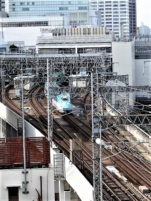 藤田八束の鉄道写真@東北本線仙台駅での新幹線の以外な素顔、石油を運ぶ貨物列車は意外とお洒落_d0181492_08334502.jpg