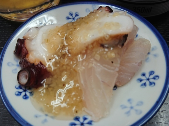 6/25 市場寿司たか 名物にぎり¥1,000 + 小肌¥150 + 缶ビール¥350@八王子卸売センター_b0042308_10040620.jpg