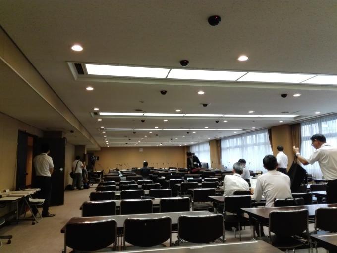 カープもいいけど議会も観ようぜ。広島市議会建設委員会_e0094315_09585902.jpg