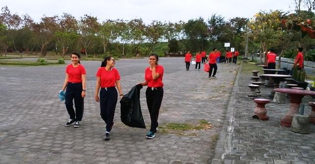 バリ島の若者の就職事情(海員学校)_d0083068_11490563.jpg