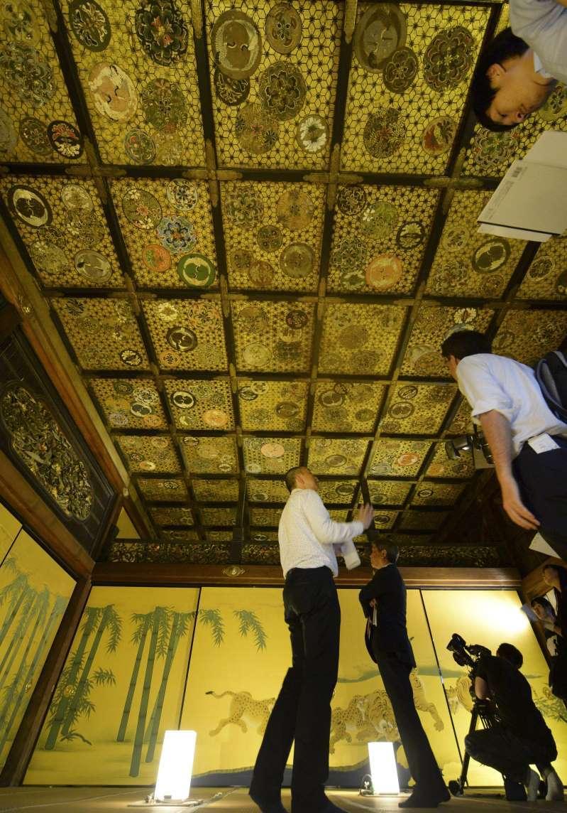 二条城・遠侍二の間に特別入室 江戸初期の姿、間近に _b0064113_10284017.jpg