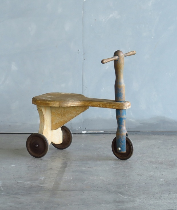フランス製の三輪車_d0335577_10404046.jpg