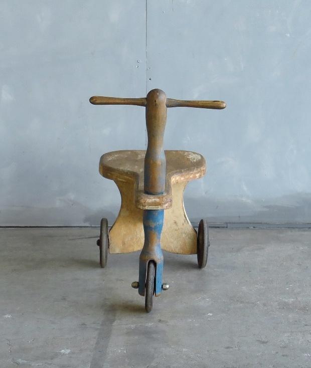 フランス製の三輪車_d0335577_10422593.jpg