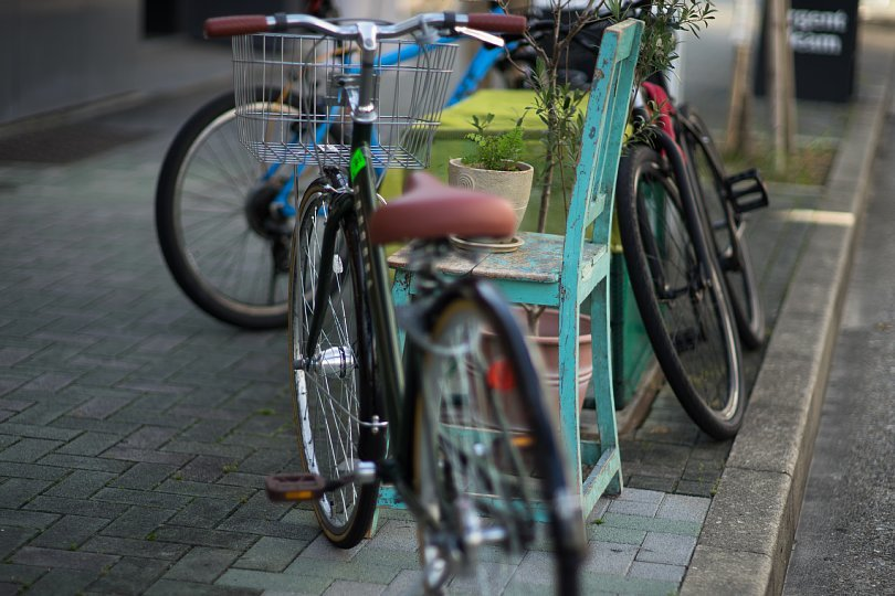 A Pale Blue Chair That is Popular Among Bikes_d0353489_22073141.jpg