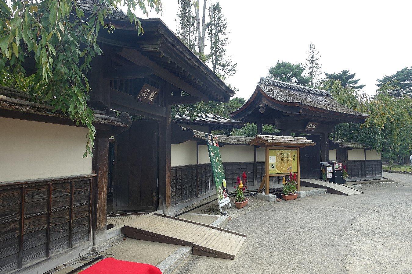 鶴ヶ城公園 茶室「麟閣」_c0112559_08295048.jpg