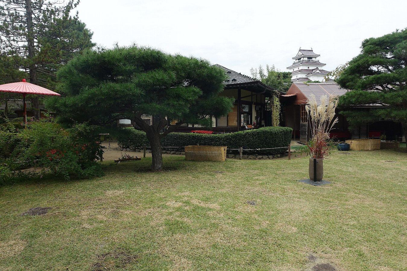 鶴ヶ城公園 茶室「麟閣」_c0112559_08430750.jpg