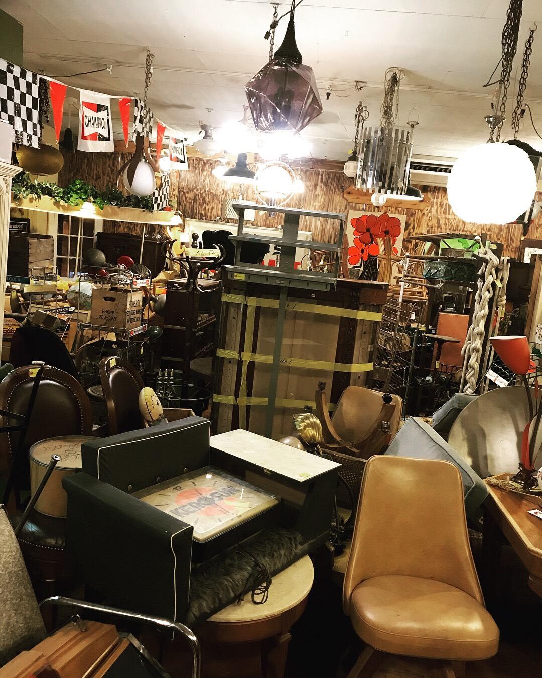 ついに家具コーナーOPEN❗_a0108963_15442565.jpg
