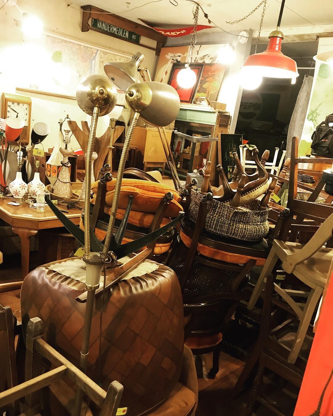 ついに家具コーナーOPEN❗_a0108963_15442678.jpg
