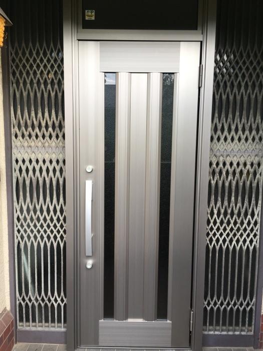 玄関ドア交換 LIXIL_e0243413_16394654.jpg