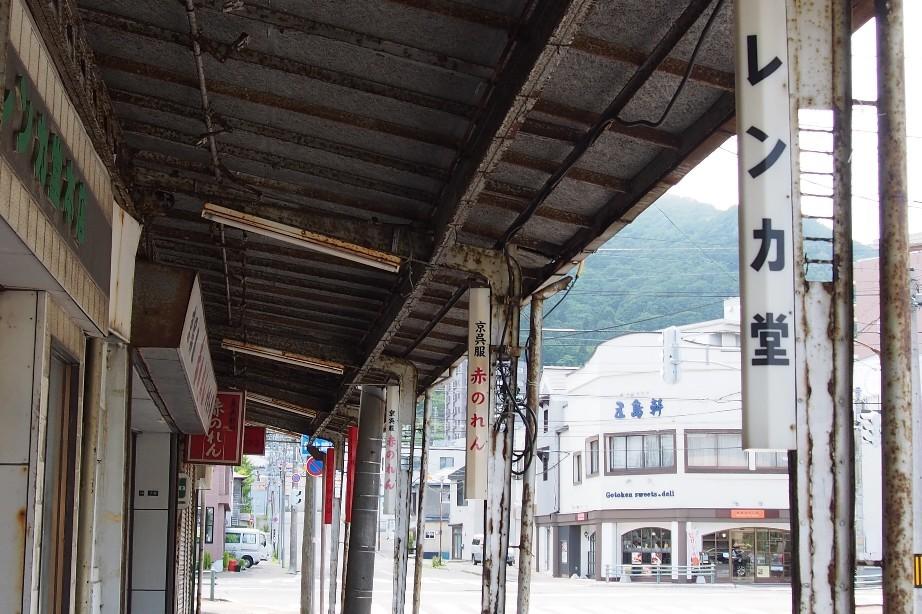 函館十字街のアーケード_b0106766_22100624.jpg