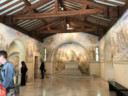 最後のフジタの作品、フジタ礼拝堂の美しさ_a0136671_00525341.jpg