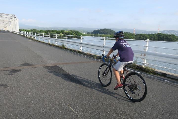 今朝は息子とサイクリング_c0132901_18123049.jpg