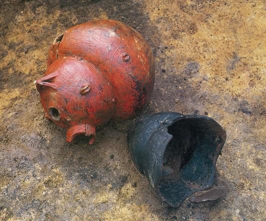 コラムリレー(第107回) 赤彩注口土器のあかぶたちゃん_f0228071_21475698.jpg