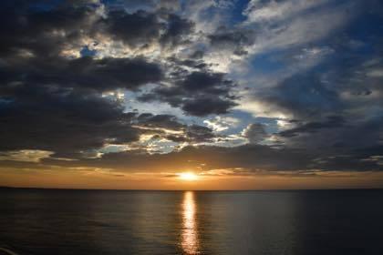 昨日の夕方は久々に海岸沿いに撮影に......_b0194185_21460201.jpg